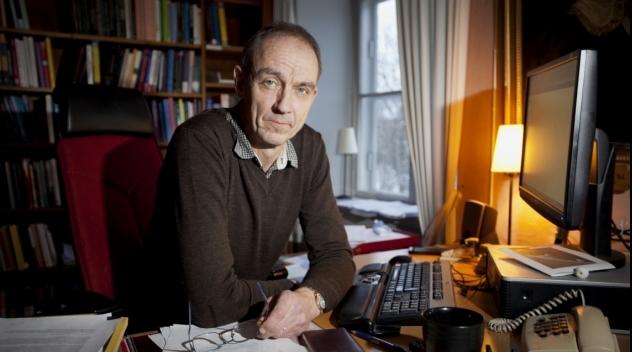 Fotografi på vicerektor Torsten Svensson i sitt tjänsterum.