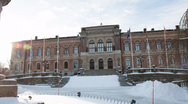 Universitetshuset i snö