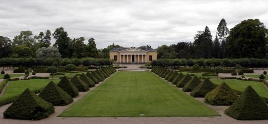 Botaniska trädgården med Linneanum i bakgrunden.