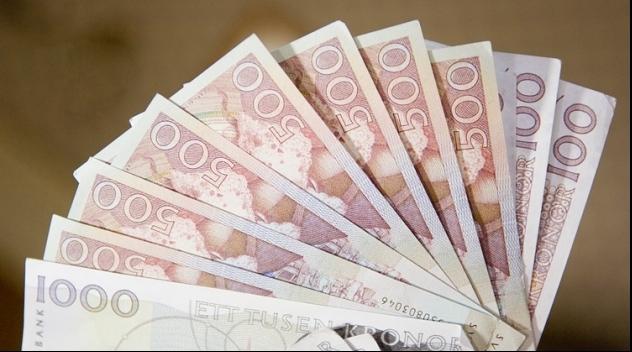 Fotografi på svenska sedlar.