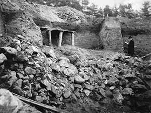 Excavation of the Håga burial mound in 1902-03.