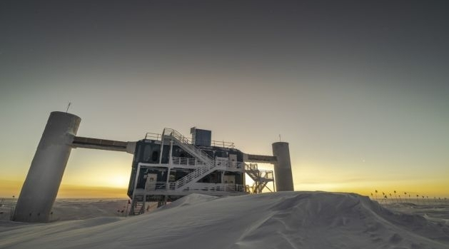 Forskningsinfrastruktur i snötäckt is.