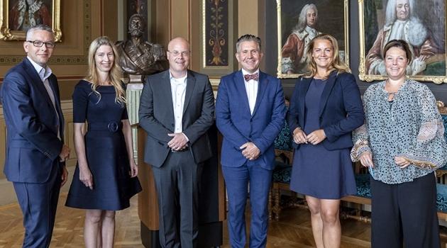Gruppbild av representanter från Uppsala universitet och ABB.