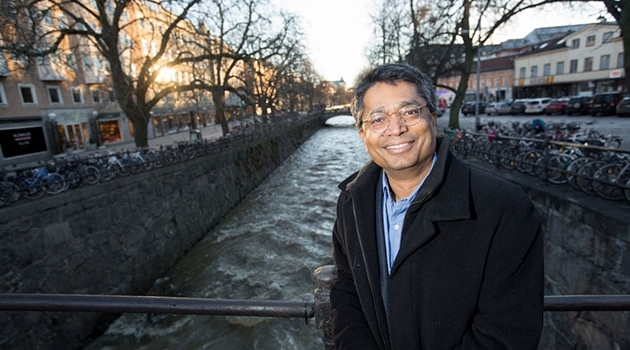 Ashok Swain in front of the Fyris river in Uppsala.
