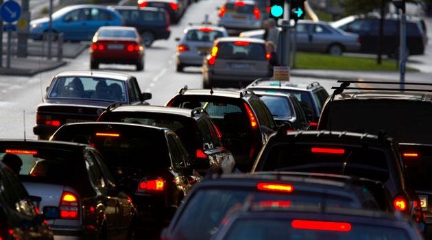 Bilkö vid ett trafikljus