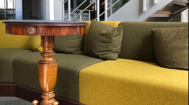 Nya och gamla möbler i nya Biologibiblioteket