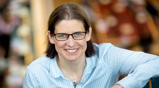 Porträttbild på Eva Mörk, professor i nationalekonomi.