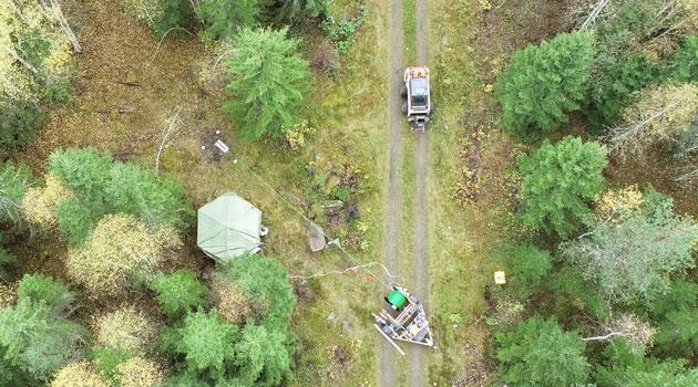 Bild tagen från ovan där man ser att undersökningar pågår