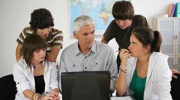 Lärare och elever i högstadiet
