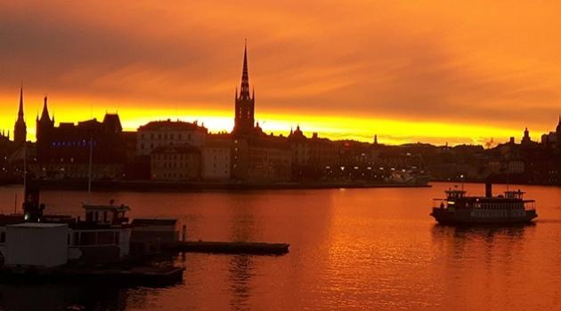 Soluppgång över Stockholms stadshus