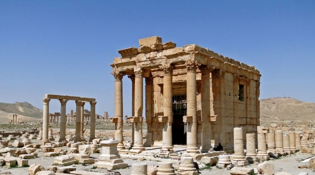 Fotografi på antik tempelruin.