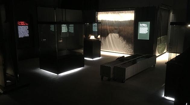 Utställningssal med föremål från Gustavianum, Uppsala universitetsmuseum.